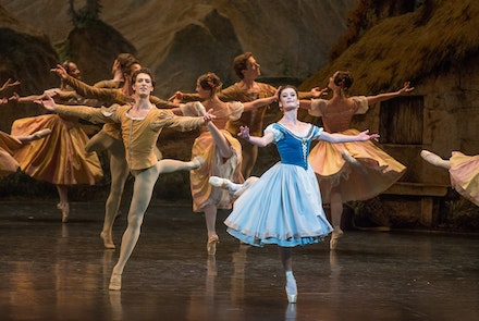Mathieu Ganio, Aurélie Dupont, and members of the Paris Opera Ballet perform <em>Giselle</em>. Photo: Stephanie Berger.