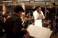 Gregg August, Yasiin Bey, and Alan Pierson. Photo: Dave Sanders © Brooklyn Philharmonic.