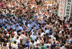 28/7/12 Police beat a protester outside the local government offices in the coastal city of Qidong, near Shanghai, in the eastern China province of Jiangsu. Courtesy Getty Images.