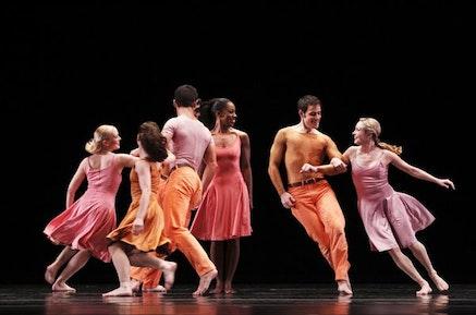 Paul Taylor Dance Company. Aileen Roehl, Eran Bugge, Jeffrey Smith, Michelle fleet, Robert Kleinendorst, Jamie Rae Walker in Esplanade. Photo: Paul B. Goode.