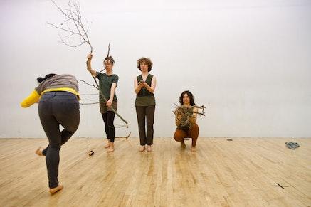 Jill Sigman's last days/first field. Irene Hsi and Hadar Ahuvia. By Rafael Gamo, courtesy jill sigman/thinkdance.