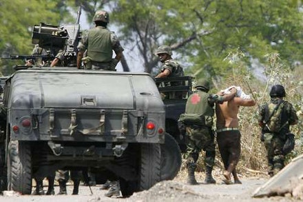 Mexican soldiers detain cartel suspects in Michoacán. Photo by Diego Fernández, La Jornada México.
