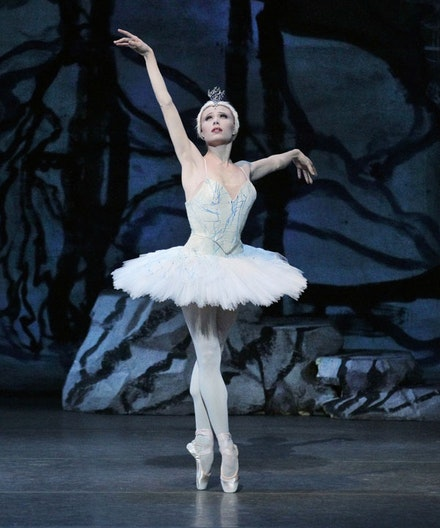 Sara Mearns in Peter Martins&#146; <em>Swan Lake</em>. Photo: Paul Kolnik.