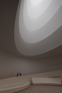 James Turrell, Aten Reign, 2013. Daylight and LED light, dimensions variable. © James Turrell. Installation view: James Turrell, Solomon R. Guggenheim Museum, New York, June 21–September 25, 2013. Photo: David Heald © Solomon R. Guggenheim Foundation, New York.