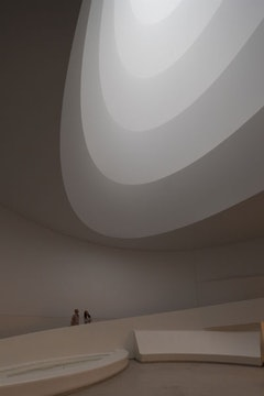 James Turrell, Aten Reign, 2013. Daylight and LED light, dimensions variable. © James Turrell. Installation view: James Turrell, Solomon R. Guggenheim Museum, New York, June 21–September 25, 2013. Photo: David Heald © Solomon R. Guggenheim Foundation, New York.