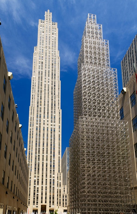 """Chris Burden, """"What My Dad Gave Me,"""" 2008. Approximately one million steel pieces, 65-foot skyscraper constructed in Rockefeller Center. Photo: E. Koyama."""