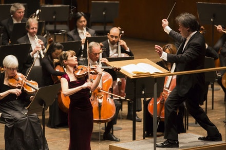 Lisa Batiashvili (violin) in a performance with the New York Philharmonic, Alan Gilbert conducting. Photo by Chris Lee.