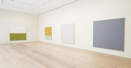 Installation view, James Bishop, David Zwirner, New York, 2014. © 2014 James Bishop; courtesy of David Zwirner, New York/London.