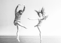 From right to left: Rebecca Warner and Natalie Green. Photo by Ryutaro Mishima.