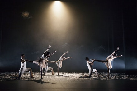 Beijing Dance Theater. Photo by Rebecca Greenfield.