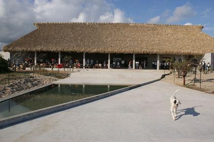 Casa Wabi (Front Facade). Photo by Lucía Hinojosa.