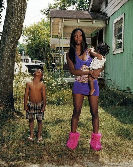 """Niesha with her children"" (2011). Archival pigment ink prints. © Gillian Laub. Courtesy of Benrubi."