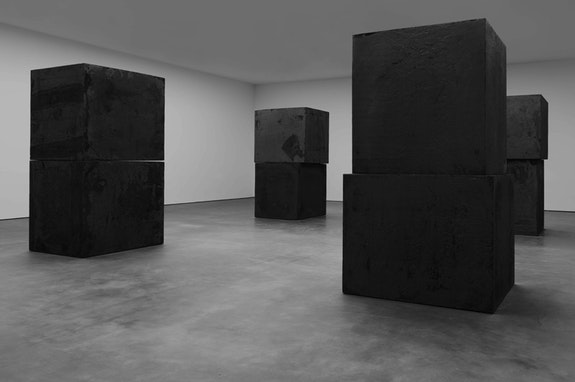 Richard Serra, <em>Equal</em> (2015). Installation views.  © 2015 Richard Serra/Artists Rights Society (ARS), New York. Courtesy of David Zwirner. Photo by Tim Nighswander/IMAGING4ART.