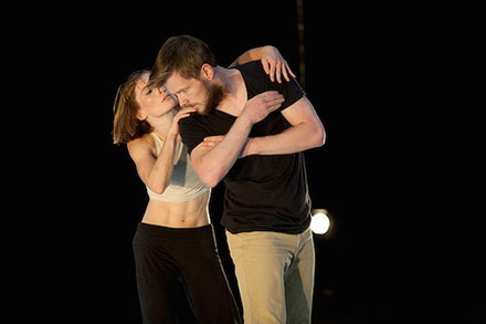 <em>Dual</em> at Thèátre National de Chaillot. Dancers: Sara Black and Alisdair Macindoe. Photo: Byron Perry.