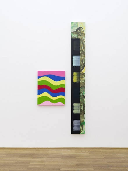 "Installation view: Mary Heilmann and David Reed, ""Two by Two,"" Hamburger Bahnhof – Museum für Gegenwart – Berlin, 2015 Left: Mary Heilmann, Wavey, 2013. Right: David Reed, #574, 2005–2007. Courtesy the artists. Photo: Thomas Bruns, Berlin."