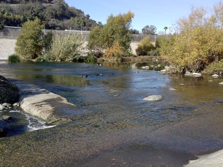 Roberta Romero, <em>La river</em> (flic.kr/p/diuoob) used under (CC BY-ND 2.0). Desaturated from the original.