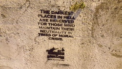 Stencil graffiti that reproduces a quote from Dante. Courtesy: YouStink.org, 2016.