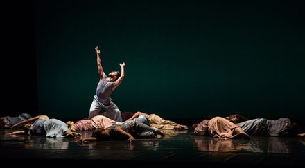 Mark Morris's <em>The</em>. Standing: Sam Black. Photo: Mat Hayward.