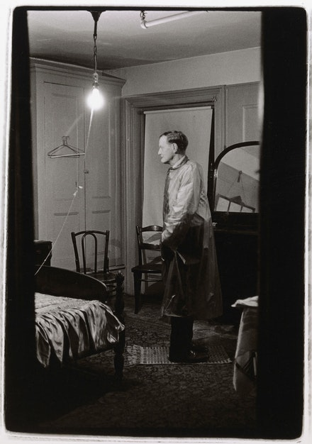 Diane Arbus, <em>The Backwards Man in his hotel room, N.Y.C.</em>, 1961. © The Estate of Diane Arbus, LLC. All Rights Reserved. Courtesy The Metropolitan Museum of Art.