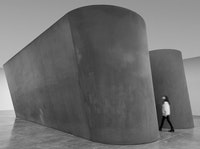 Richard Serra, <em>NJ-1</em>, 2015. Weatherproof steel. Six plates. Overall: 13 feet 9 inches × 51 feet 6 inches × 24 feet 6 inches. Plates: 2 inches thick. © Richard Serra. Photograph by Cristiano Mascaro.