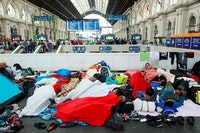 Refugees at Budapest Keleti railway station. Photo by Rebecca Harms. Used under (CC BY-SA 2.0).