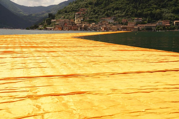 Christo, <em>The Floating Piers</em>, Lake Iseo, Italy, 2014-16 Photo: Wolfgang Volz. © 2016 Christo.