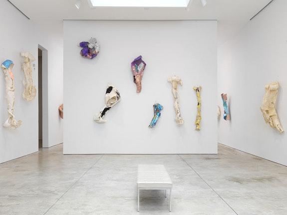 Installation view: <em>Lynda Benglis: New Work</em>, Cheim & Read, New York, September 8 – October 22, 2016. Photo: Brian Buckley. Courtesy Cheim & Read, New York.