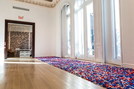 Felix Gonzales-Torres, <em>&#147;Untitled&#148; (USA Today)</em>, 1990. Candies individually wrapped in red, silver, and blue cellophane, endless supply. The Museum of Modern Art, New York, gi  of the Dannheisser Foundation, 1996. &copy; The Felix Gonzalez-Torres Foundation, courtesy of Andrea Rosen Gallery, New York