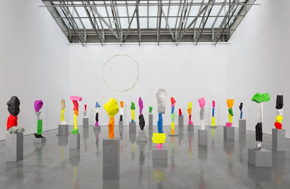 Installation view: Ugo Rondinone, <em>the sun at 4pm</em>. Gladstone Gallery, New York, September 23 - October 29, 2016. Copyright Ugo Rondinone. Courtesy the artist and Gladstone Gallery, New York and Brussels. Photo: David Regen.