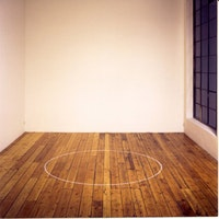 Installation view: <em>Circle on the Floor (Chalk Circle)</em>, 1968. Chalk. 72 inches in diameter. Courtesy the artist and Jan Mot, Brussel.
