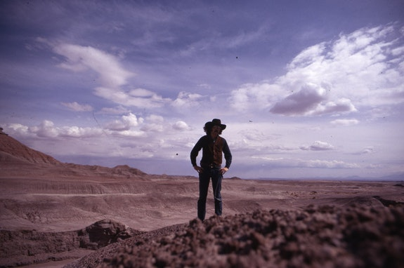 Doug Wheeler in the Painted Desert, Arizona, ca. 1970. © Doug Wheeler.