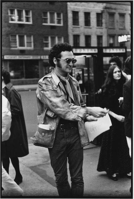 JOHN GIORNO'S <em>DIAL-A-POEM</em>, 1 JOHN GIORNO HANDING OUT POEMS AT STREET WORKS EVENT, 1969. PHOTO: FRED W. MCDARRAH.