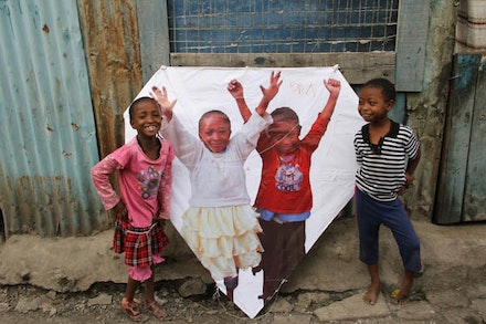 Sela and Adi, <em>Amani Kites</em>, Nairobi, Kenya, 2012 (<em>Photo credit: Miguel Luciano</em>)
