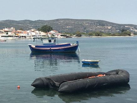 <p>Abandoned refugee boat in Samos harbor. (Photo: L. Bartussek)&nbsp;</p>