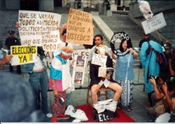 Etc&eacute;tera, <i>Mierdazo</i> [Big Shit], protest performance in front of the Argentine National Congress building, 2002. Courtesy the Grupo Etc&eacute;tera archive.