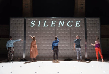 Big Dance Theater, <em>17c. </em>(2017) Paul Lazar, Kourtney Rutherford, Cynthia Hopkins, Aaron Mattocks, and Elizabeth DeMent. Photo by Johanna Austin.