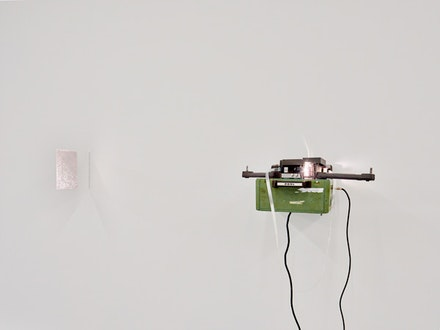 Amy Granat, <em>ILDH</em>, 2017, 16 mm film loop, projector, guitar amp, plexi Dimensions variable. Courtesy David Lewis Gallery