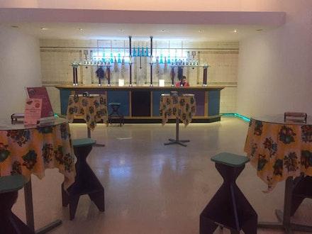<p><em>El Internacional Tapas Bar & Restaurant</em><em></em>(1984–86), a social and artistic experiment made with the restauranteur Montse Guillén in New York's Tribeca (Photo: Kathy Brew).</p>