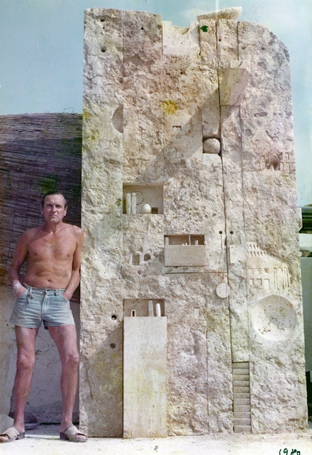 Gonzalo Fonseca with <em>Tabularium</em>, 1980. Roman travertine. Courtesy the Estate of Gonzalo Fonseca.