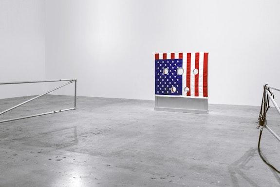 Cady Noland, <em>Gibbet</em>, 1993-1994, aluminum, wood, fabric, stocks: 60 1/4 x 56 1/4 x 8 in (153 x 142.9 x 20.3 cm), stool: 21 x 21 x 11 1/2 in (53.3 x 53.3 x 29.2 cm), &copy; 2017 Cady Noland. Courtesy Venus Over Manhattan, New York.