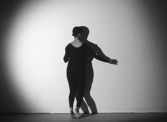 Gina Osterloh, <em>Press and Outline</em>, 2014 (still), 16mm film transferred to digital projection, TRT: 5:30, Courtesy of the Artist and Ghebaly Gallery.