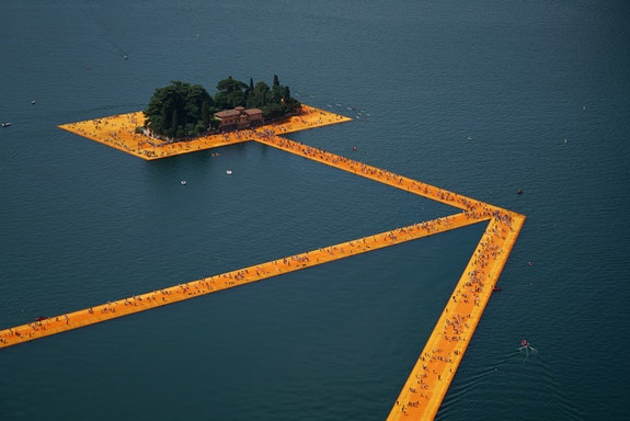 Christo and Jeanne-Claude, <em>The Floating Piers, Lake Iseo, Italy,</em> 2014-16, Photo: Wolfgang Volz © 2016 Christo.