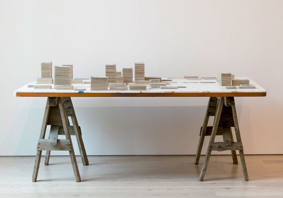 Zoe Leonard, <em>Survey</em>, 2009 – 2012. 6,266 postcards and table, dimensions variable. Collection Enea Righi, Bologna, and Galleria Raffaella Cortese, Milan. Photo: Louis Block.