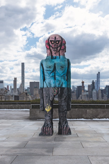 Huma Bhabha, <em>We Come in Peace</em>, 2017. Painted and patinated bronze, 164 x 48 x 48 inches. Photo: Hyla Skopitz.