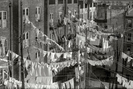 A Monday washing, New York City, c.1900. Detroit Publishing Company photograph collection, Library of Congress.