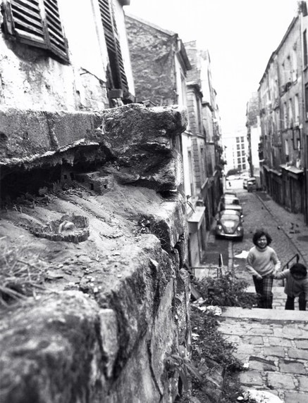<p>Charles Simonds, <em>Dwelling</em>, Passage Julien Lacroix, Belleville, Paris, 1976. Photo: Andre Morain.</p>