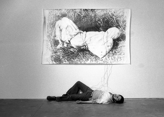 Harry Gamboa Jr., <em>Roberto Gil de Montes</em>, 1978. Gil de Montes shown with his work <em>Tongue Tied</em> in the No Movie exhibition at LACE (Los Angeles Contemporary Exhibitions), May 2–31, 1978. Chromogenic print, 14 x 11 inches. ©1978, Harry Gamboa Jr.