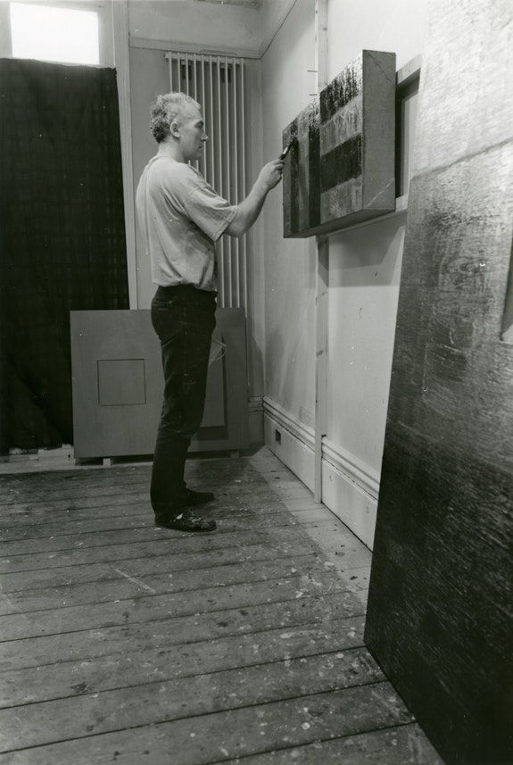 Sean Scully Painting an Inset, Ardbeg Road, 1989. Photograph courtesy the Artist