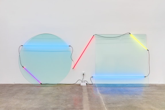Keith Sonnier, <em>Ba-O-Ba I (Ba-O-Ba Series)</em>, 1969. Plate glass, neon tubing, electrical wire, and transformer, 84 x 204 x 18 inches. Courtesy the artist and Maccarone Gallery, New York/ Los Angeles. © 2018 Keith Sonnier/ Artists Rights Society (ARS), New York.
