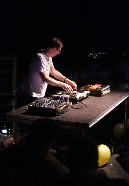 The artist performing<em> 33⅓ RPM </em>at Kabinet Múz, Brno, Czech Republic 2017. Image courtesy the artist.